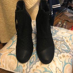 Toms Black Desert Wedge Boots 9.5 New
